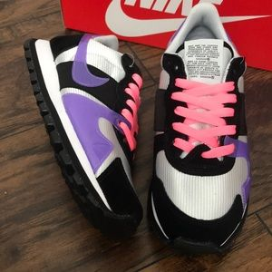 WMNS NIKE V-LOVE O.X. BRAND NEW IN THE BOX NO LID
